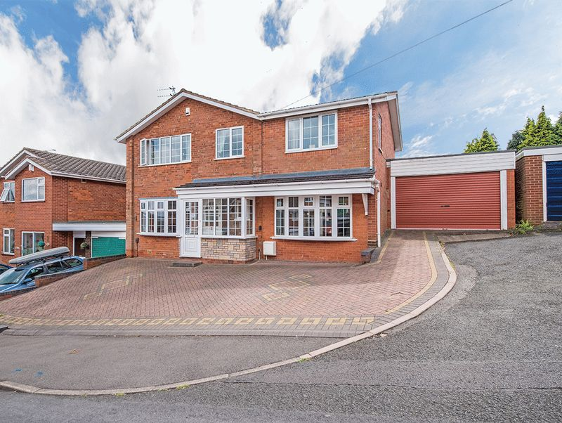 4 Bedrooms Property for sale in The Rise, Kingswinford
