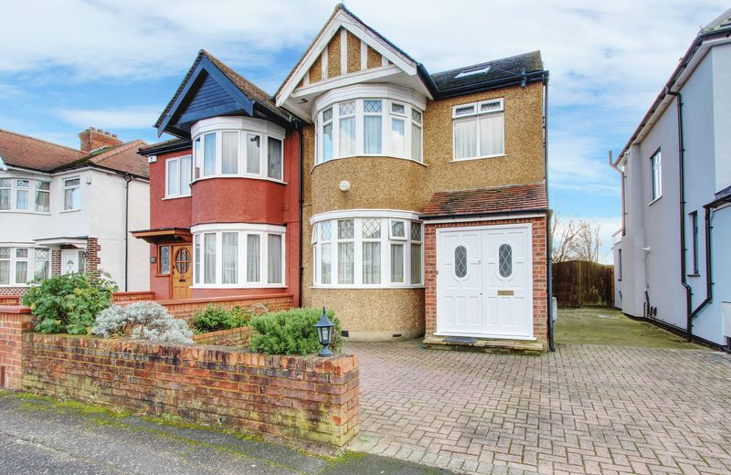 4 Bedrooms Property for sale in Ivanhoe Drive, Harrow