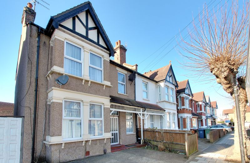 4 Bedrooms Property for sale in Greenhill Road, Harrow