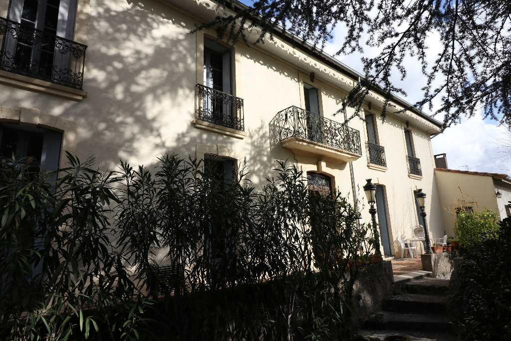 Character property for sale in center of Pezenas