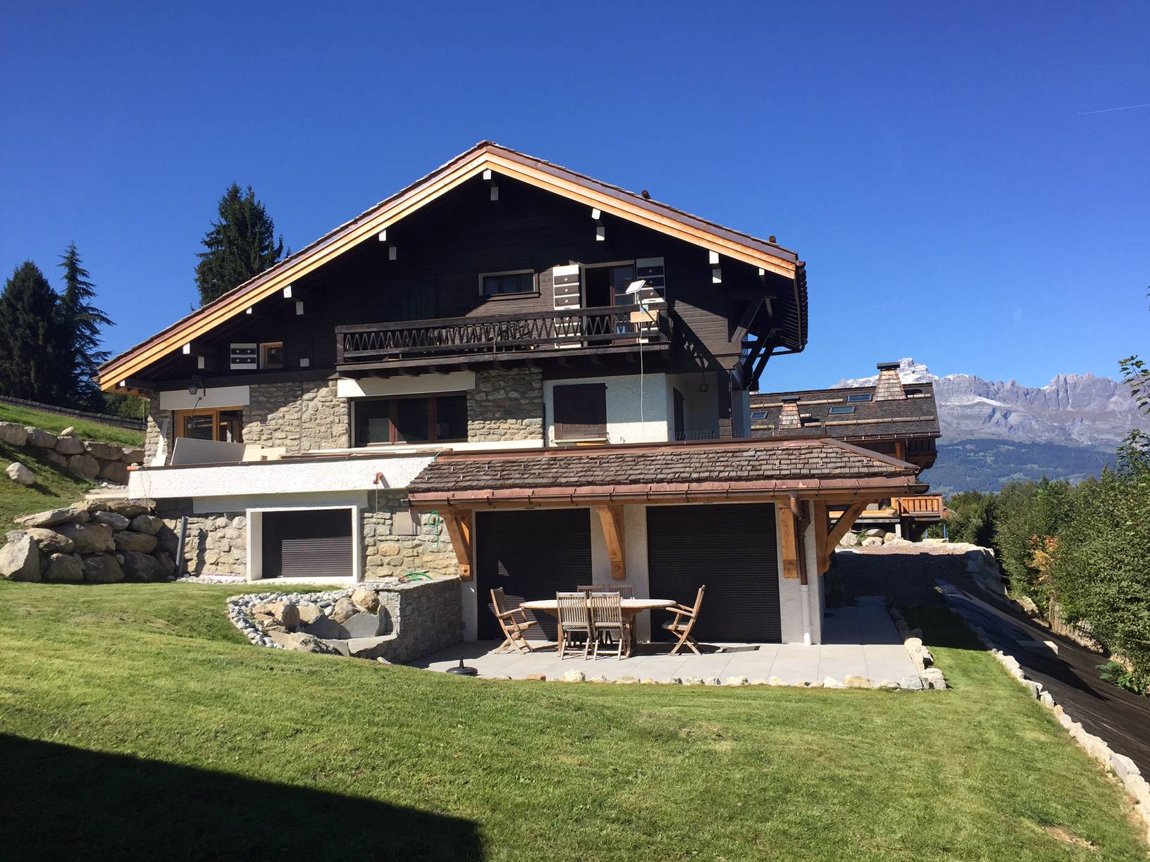 New 3 bed apartment in chalet building'