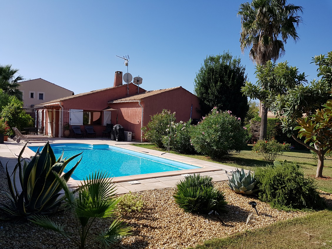Detached Single Storey House with Pool'