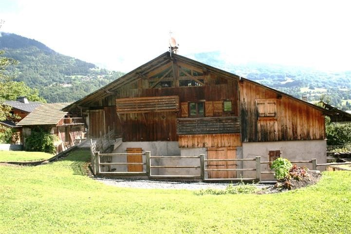 Renovated Farm in Ideal Position in Morillon'