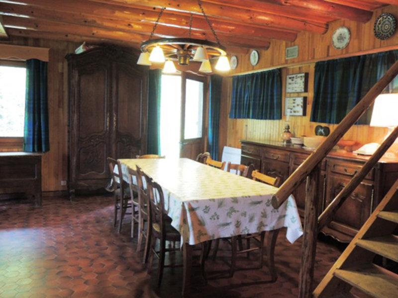 Chalet Bonnevaux dining area