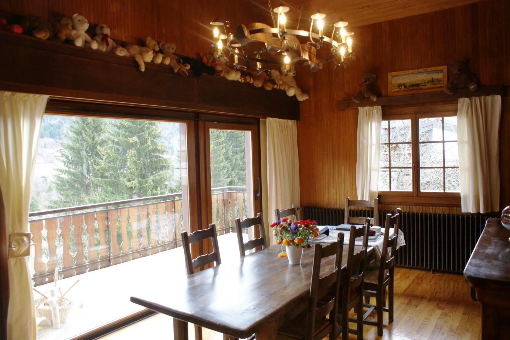 Morzine chalet - sunny dining room