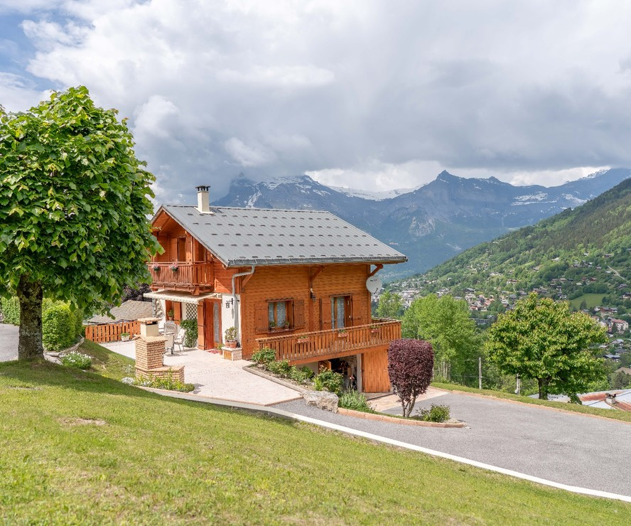 Attractive 3 bed chalet in St Gervais'