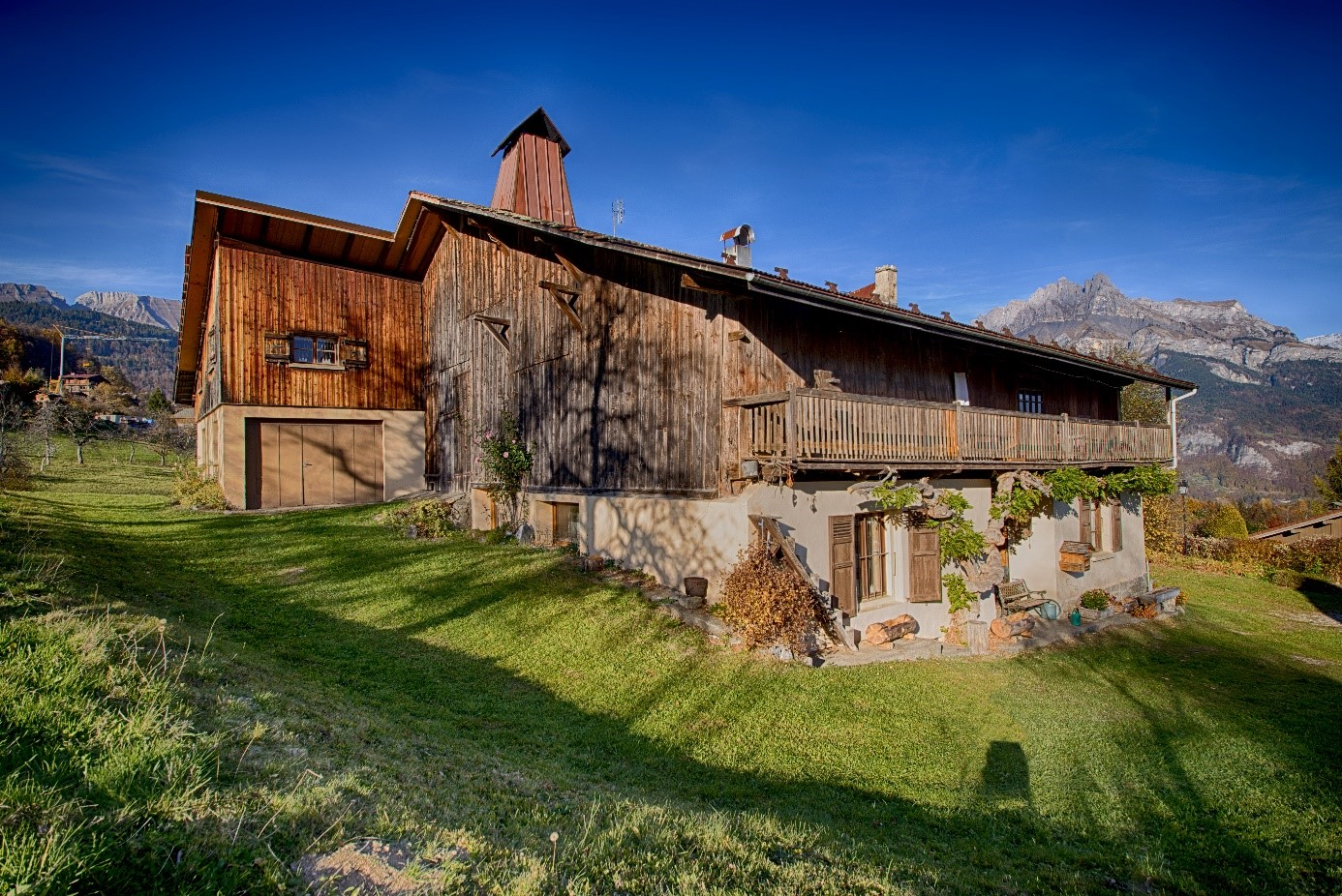 Beautiful Farmhouse to renovate'