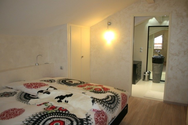 Morillon Ski in ski out apartment - ensuite bedroom