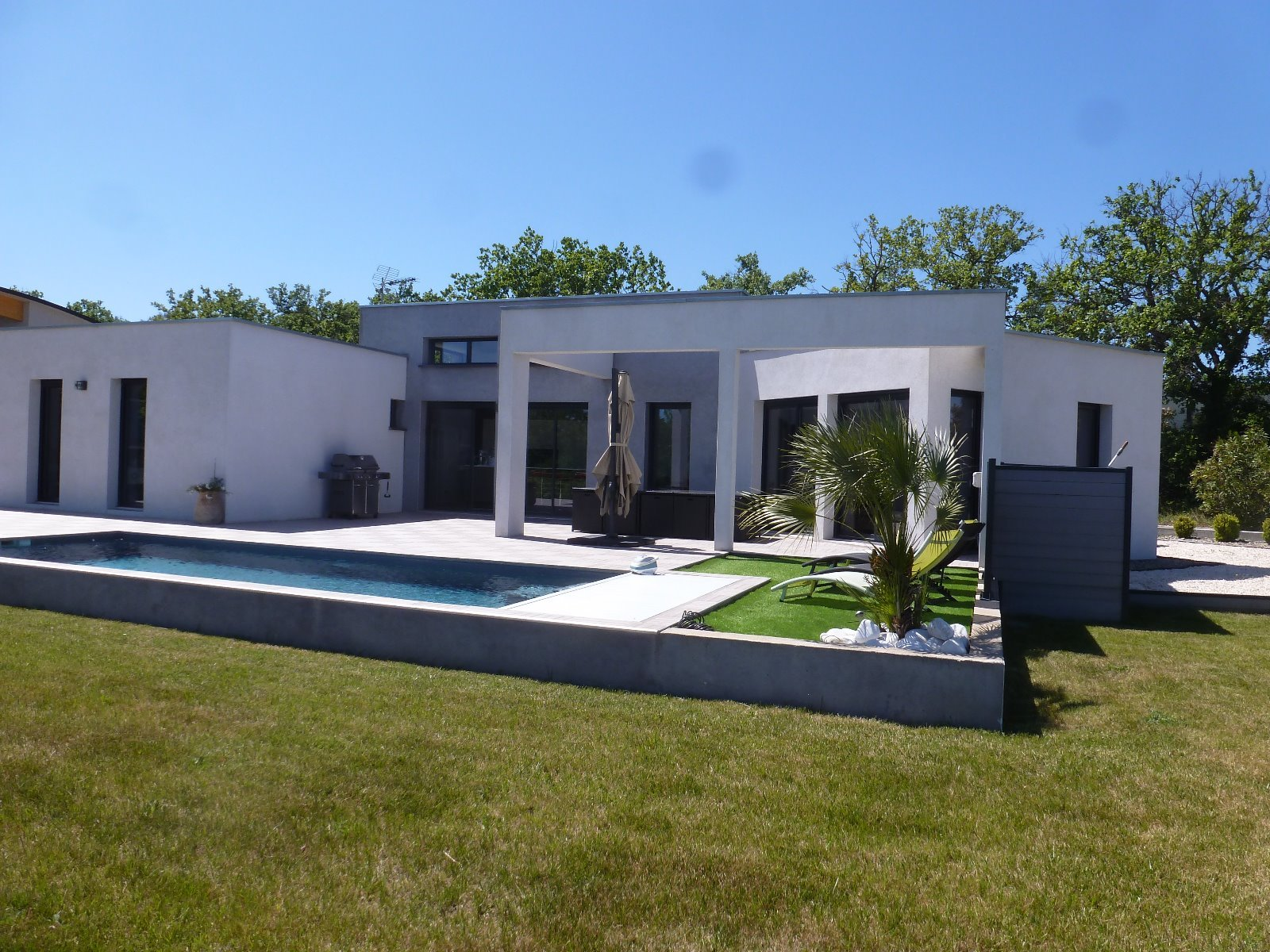 Contemporary property for sale near Nimes