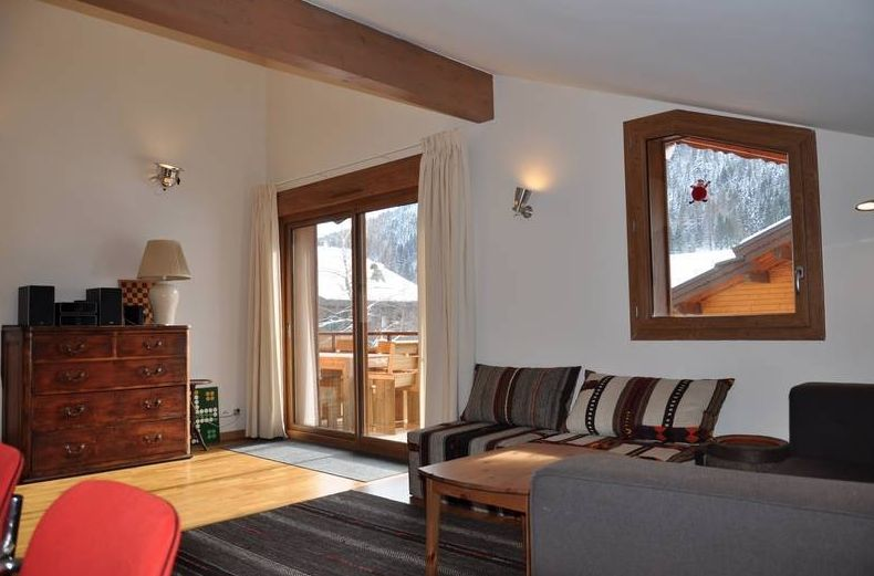 Large Top Floor Apartment in La Chapelle-d'Abondance'