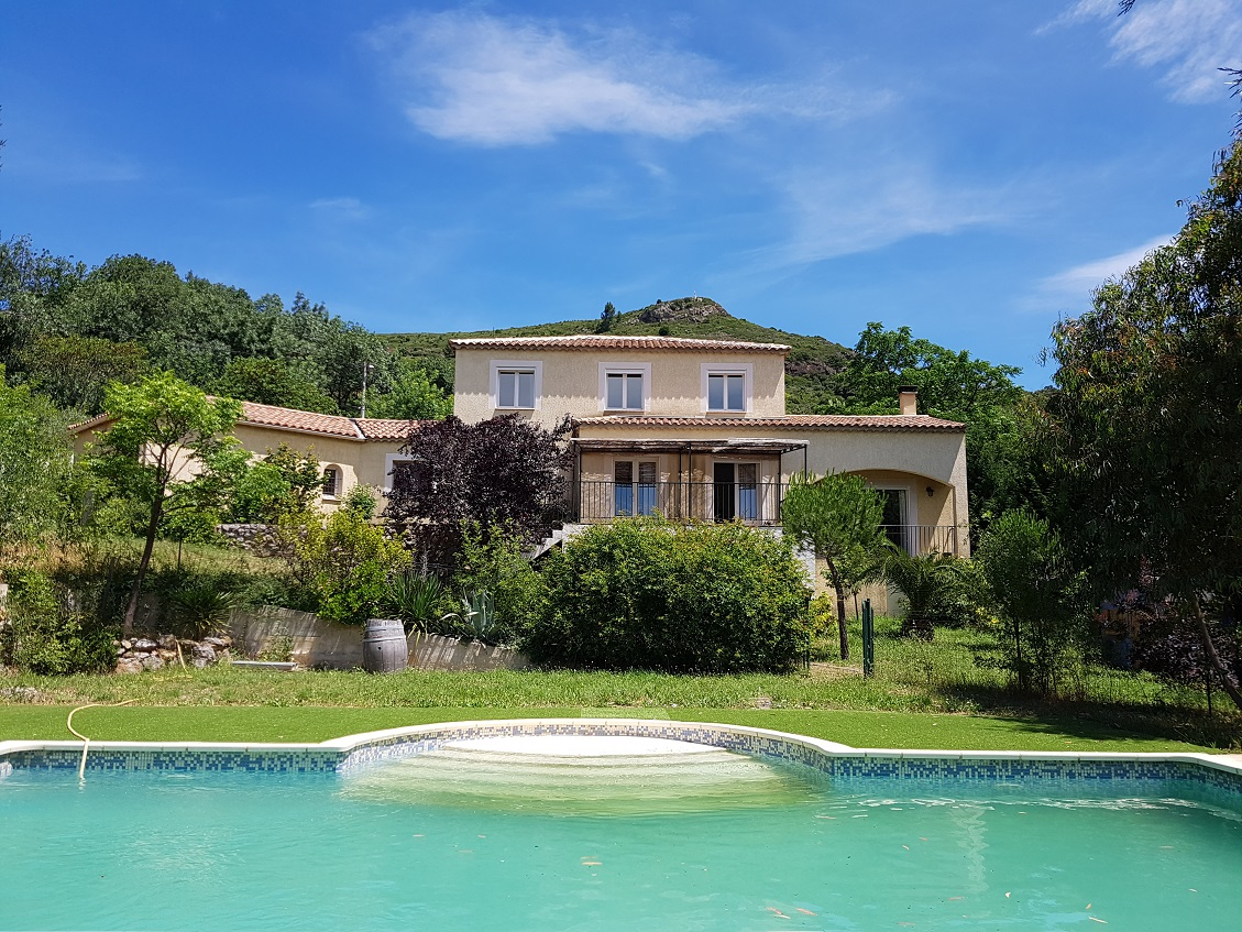Large Villa in Beautiful Hamlet with Lake near Pezenas'