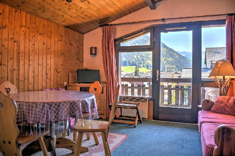 Central Apartment in Morzine, Handy for the Pistes'