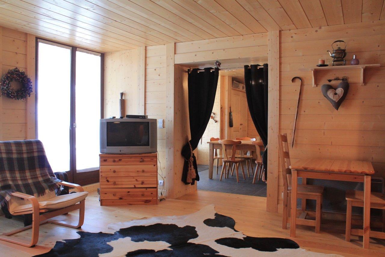Les Gets Apartment on Ski Slope'
