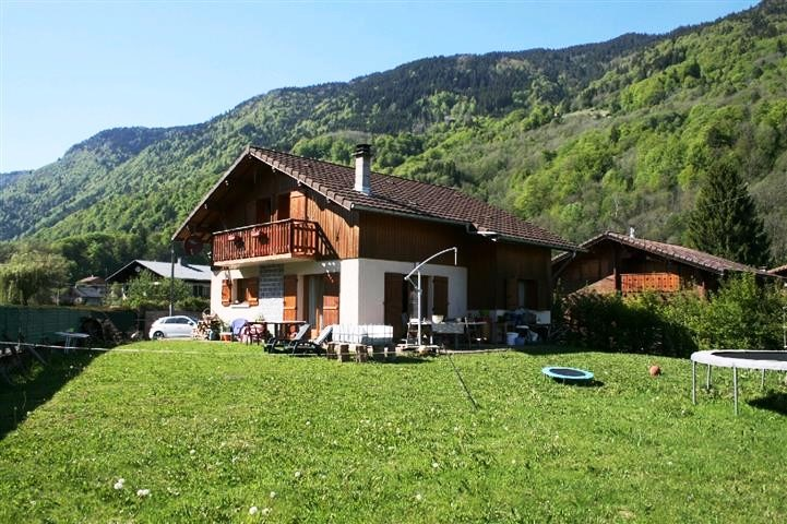 South Facing Chalet with Garden near Samoens'