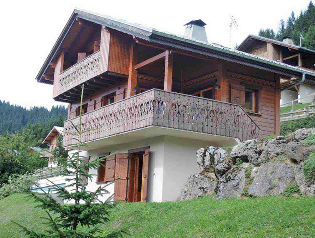 Four Bedroomed Chalet in Petit Chatel'