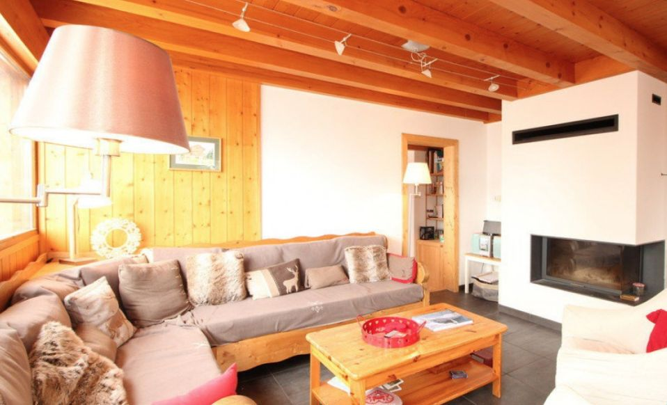 Six Bedroomed Chalet in Les Carroz'