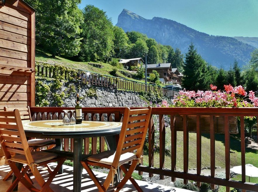 Large Chalet in Samoens with beutiful south facing garden and views