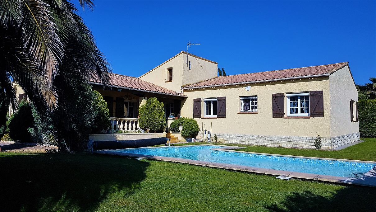 Single Storey House with Garden and Pool'