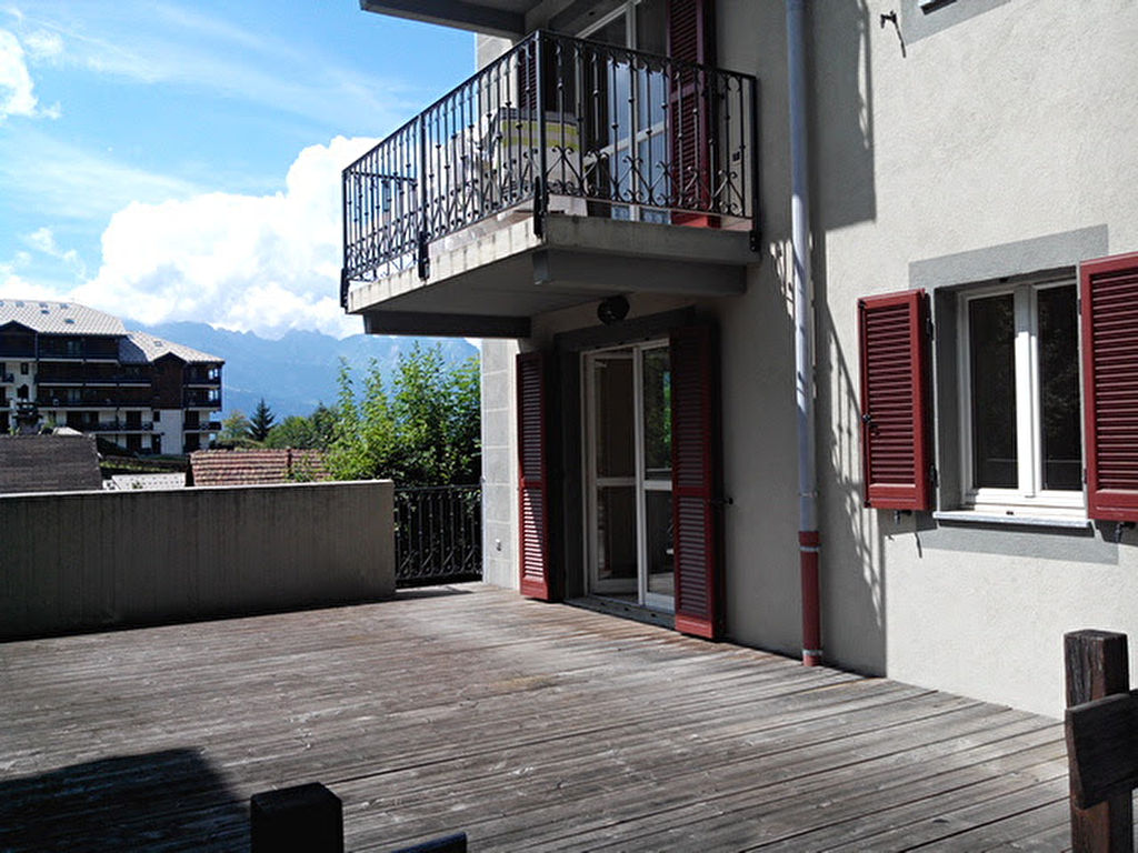 Spacious 2 bed apartment with sunny terrace'