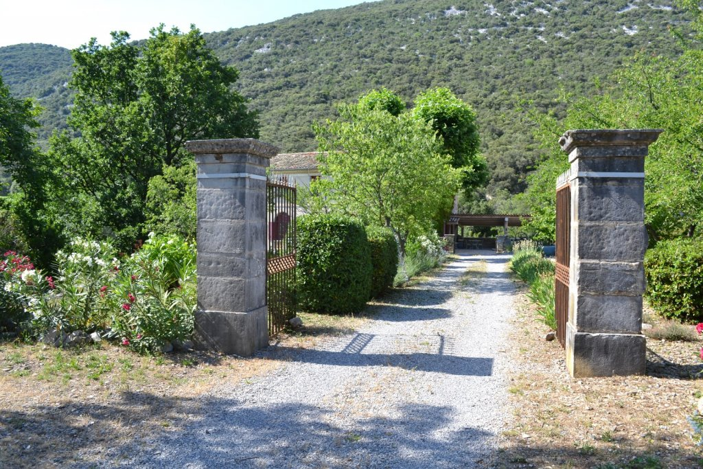 Gate, Character property Languedoc