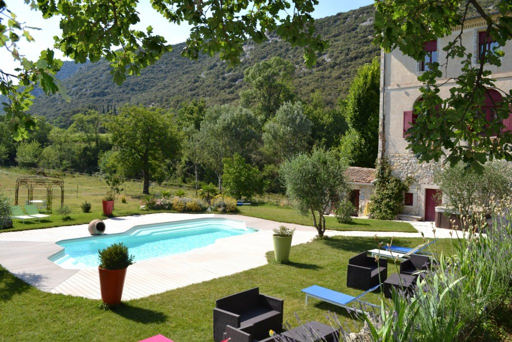 Exterior view, Character property Languedoc
