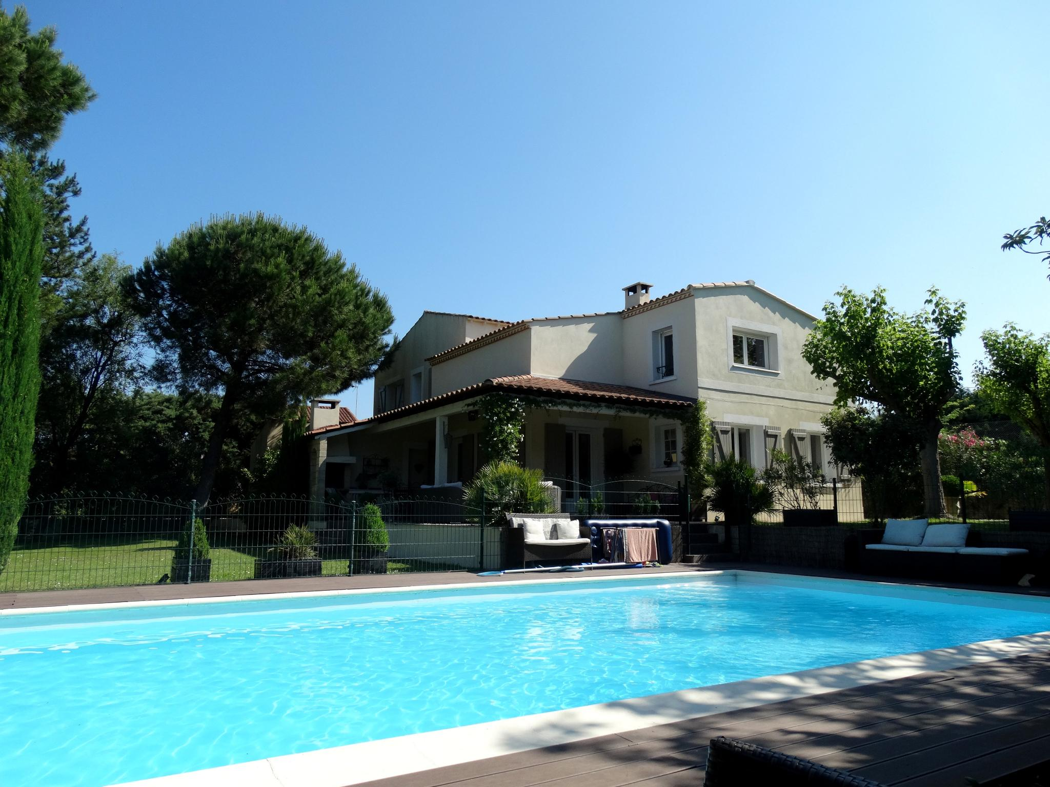 Villa with pool and tennis court for sale gard