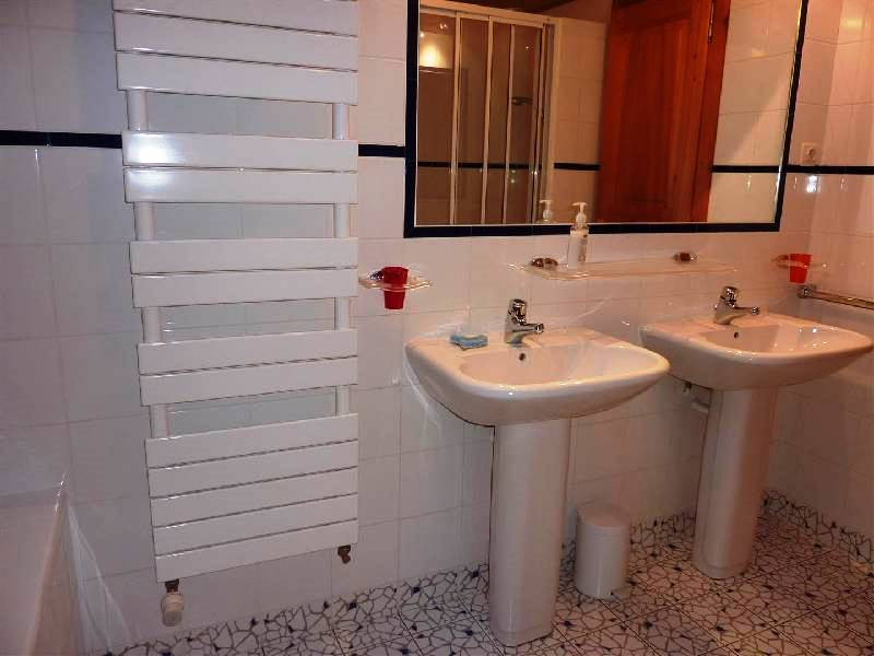 Bathroom with 2 washbasins