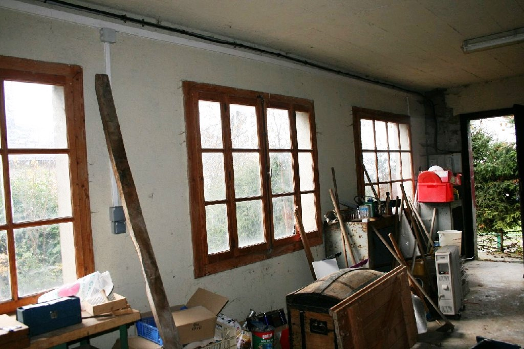 Unrenovated Garage space