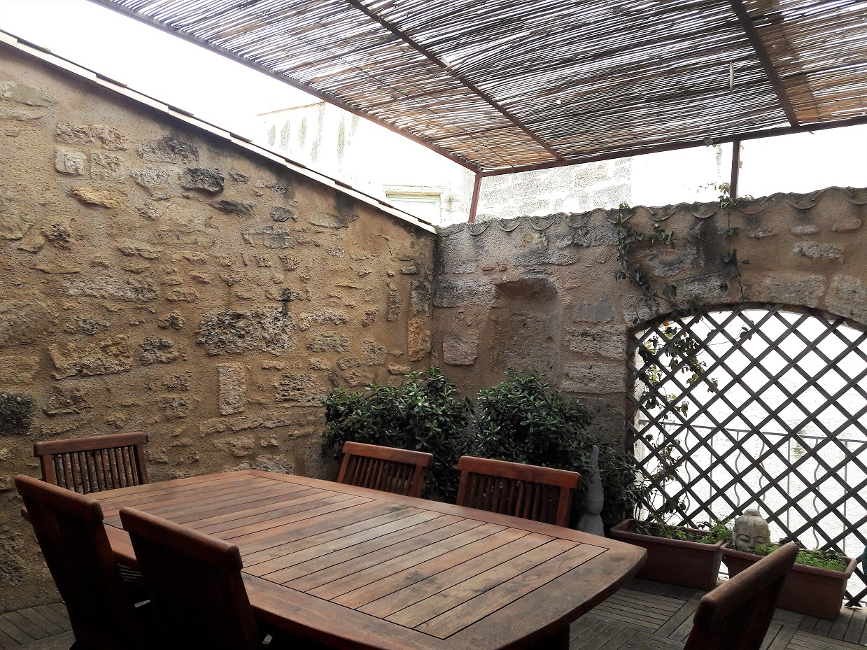Beautiful Apartment with Terrace in Heart of Pezenas'