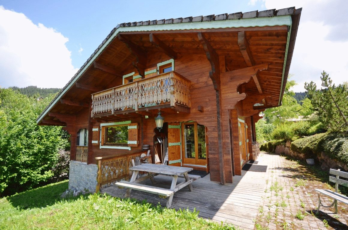 Charming Chalet with Mont Chery View in Les Gets'