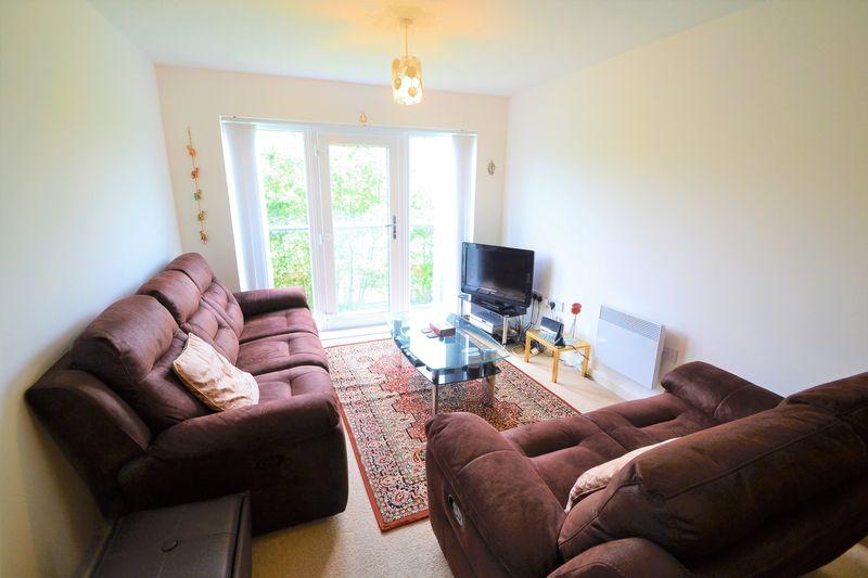 2 Bedroom Upper Floor Flat Apartment Or Studio To Rent - Photo 1