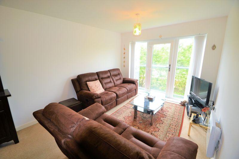 2 Bedroom Upper Floor Flat Apartment Or Studio To Rent - Photo 2