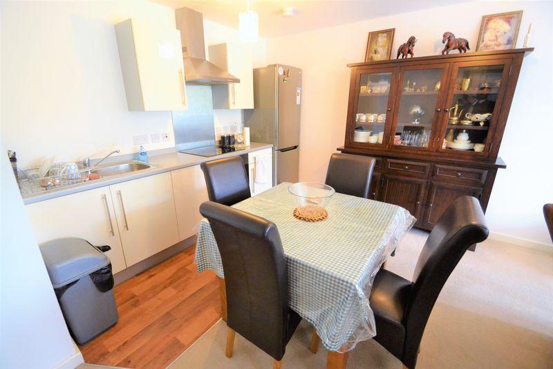 2 Bedroom Upper Floor Flat Apartment Or Studio To Rent - Photo 3