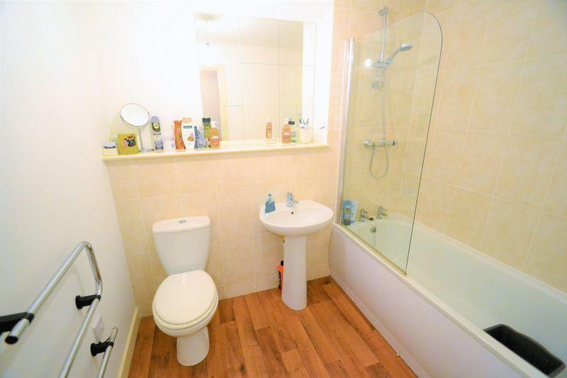 2 Bedroom Upper Floor Flat Apartment Or Studio To Rent - Photo 5