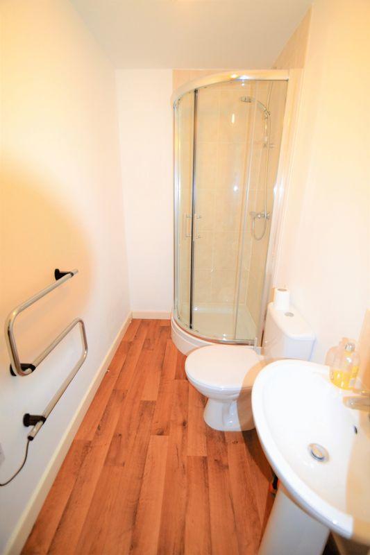 2 Bedroom Upper Floor Flat Apartment Or Studio To Rent - Photo 8