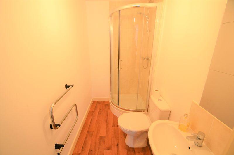 2 Bedroom Upper Floor Flat Apartment Or Studio To Rent - Photo 9