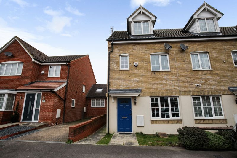 3 Bedrooms Property for sale in Edson Close, Watford