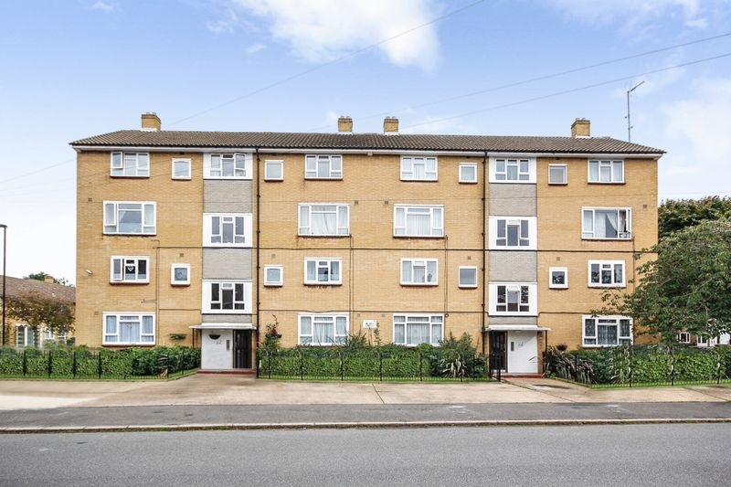 3 Bedrooms Property for sale in Ronver Road, London
