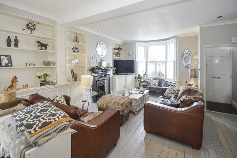 3 Bedrooms Property for sale in Becklow Road, London