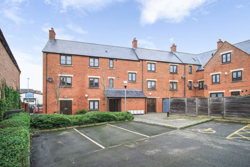 2 Bedrooms Property for sale in New Street, Hinckley