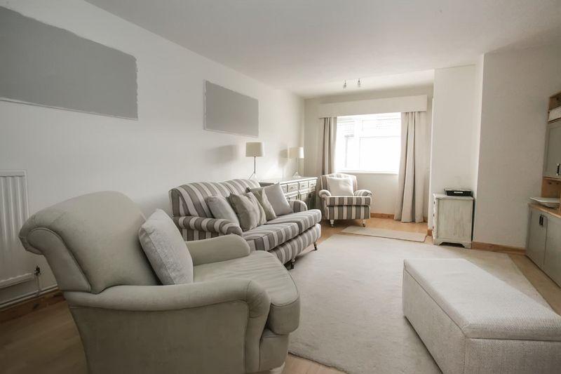 3 Bedrooms Property for sale in Crop Common, Hatfield