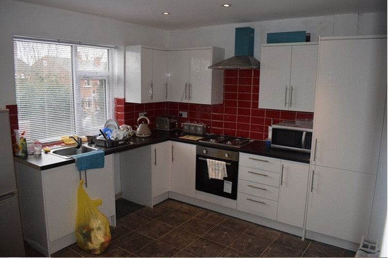 3 Bedrooms Property for sale in Mortimer Avenue, Batley