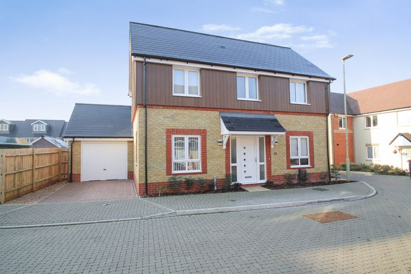 3 Bedrooms Property for sale in Doyle Close, Havant
