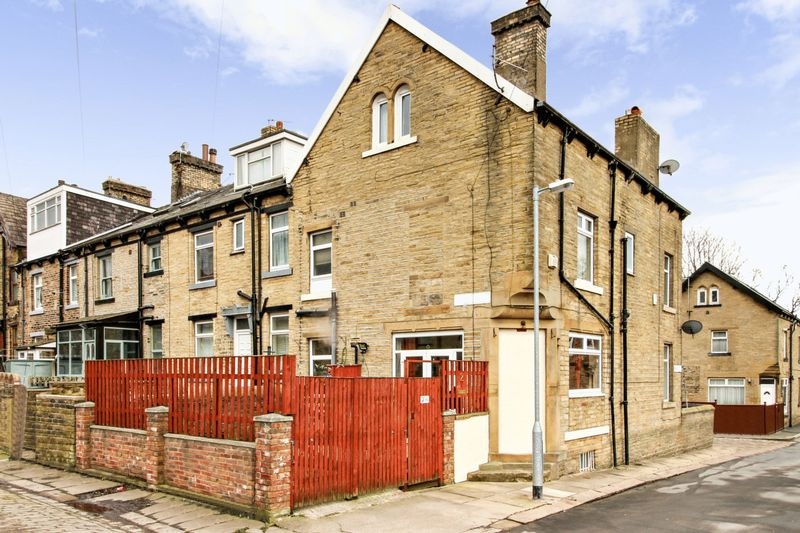 3 Bedrooms Property for sale in Third Street, Bradford