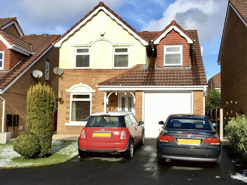 3 Bedrooms Property for sale in Wellburn Close, Bolton