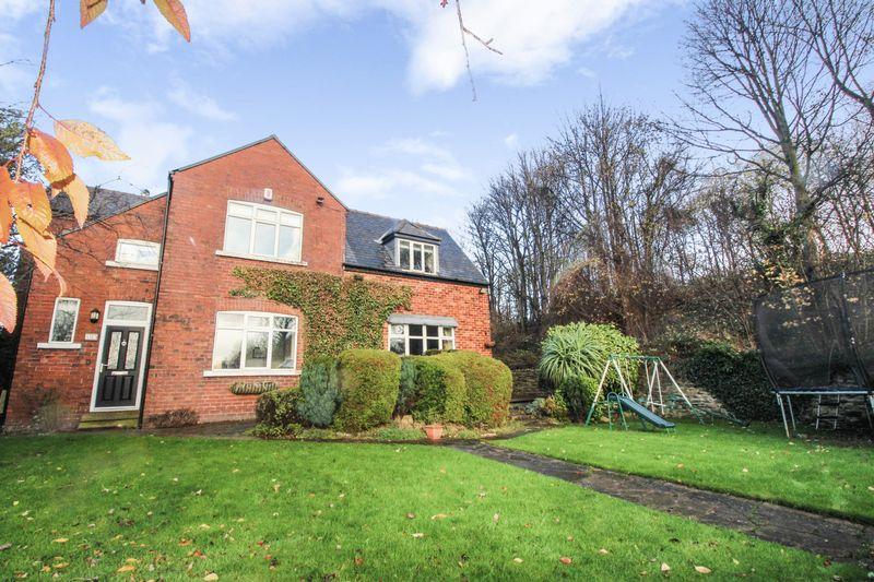 4 Bedrooms Property for sale in Oakenshaw Lane, Wakefield