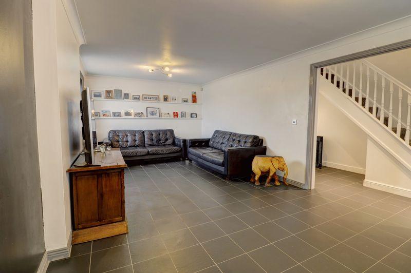 property-620881477