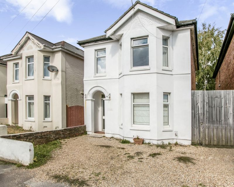 4 Bedrooms Property for sale in Capstone Road, Bournemouth