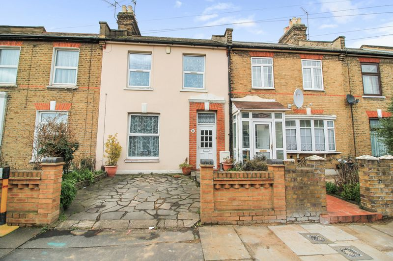 3 Bedrooms Property for sale in Grange Road, Ilford