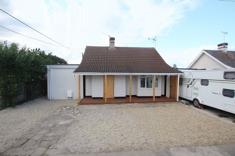 3 Bedrooms Property for sale in Stanford Road, Canvey Island